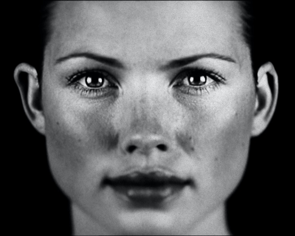 Beauty Portraits beaury-hands01-movie
