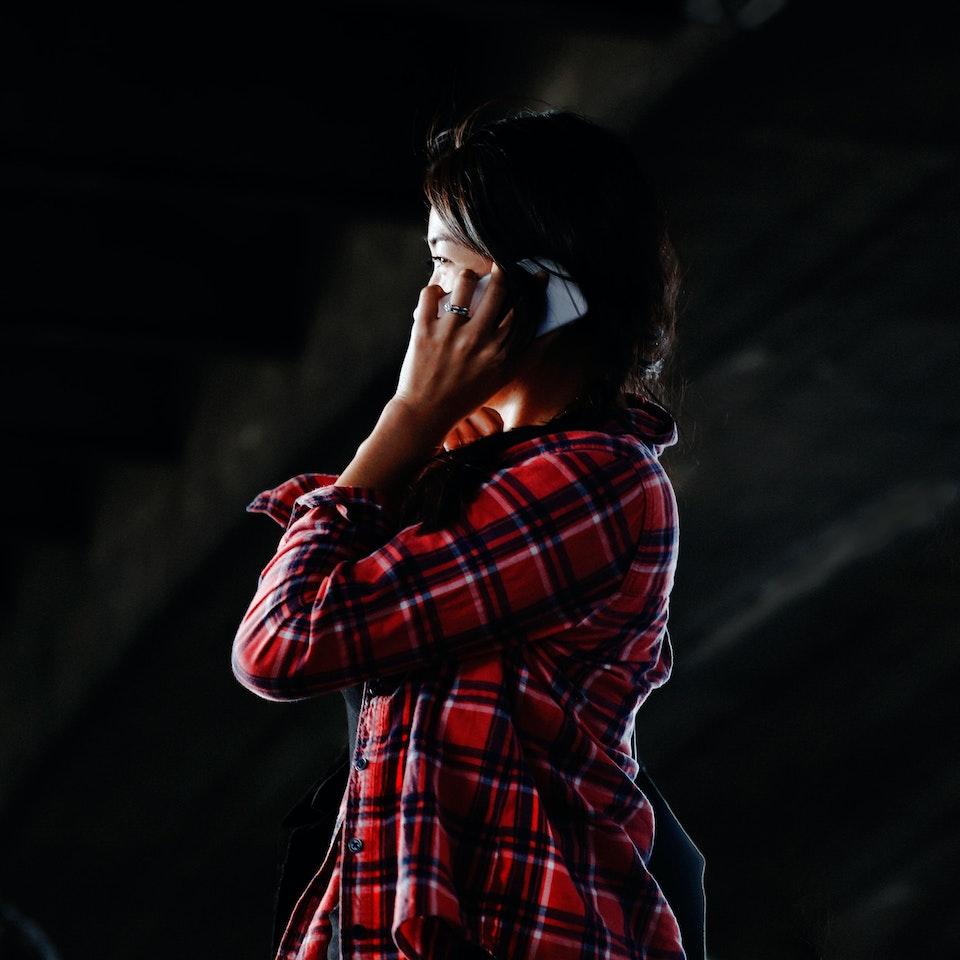 Street Portraits girl-on-phone-1-k25