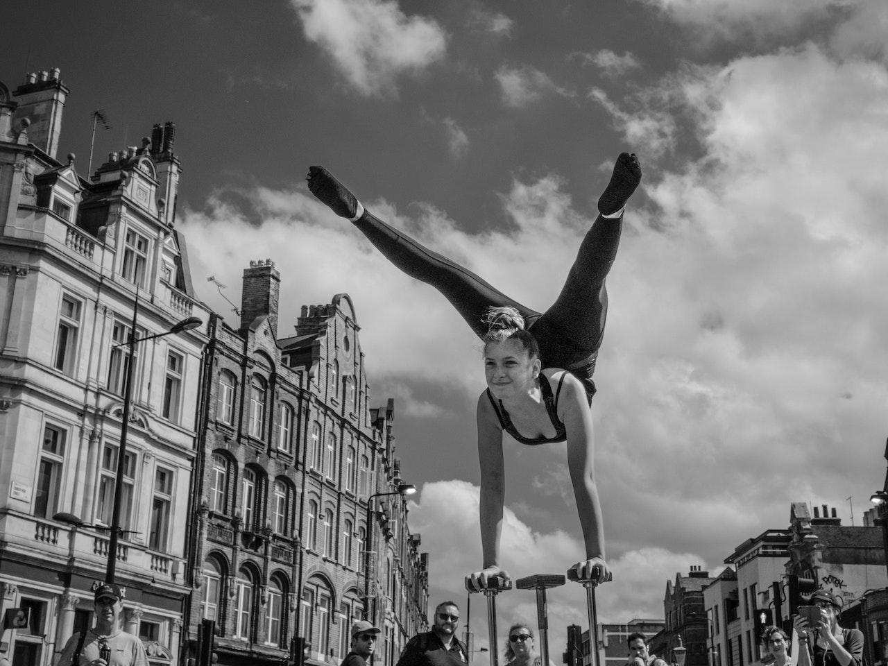 Girl-Acrobats