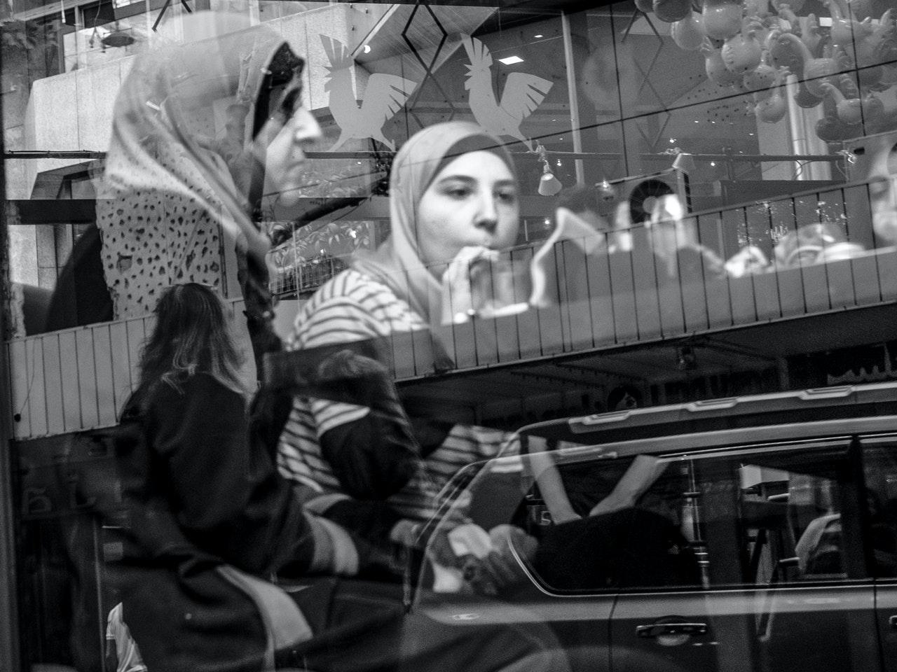 Women-WithHijab-Shisha-small