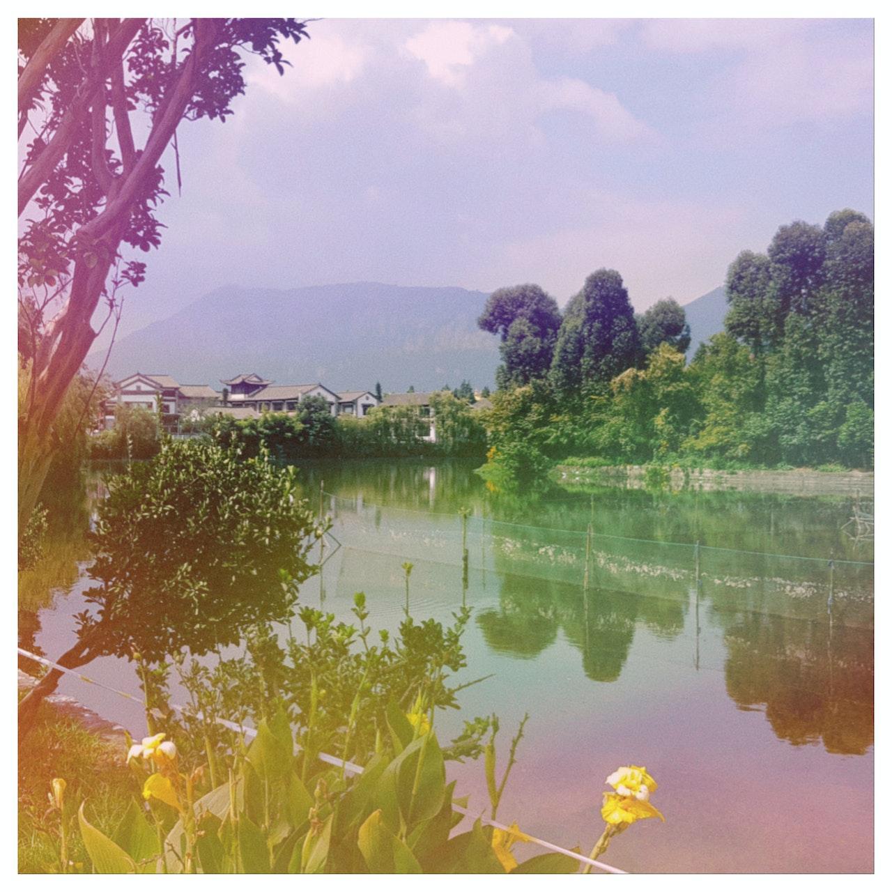 - KUNMING LAKE -