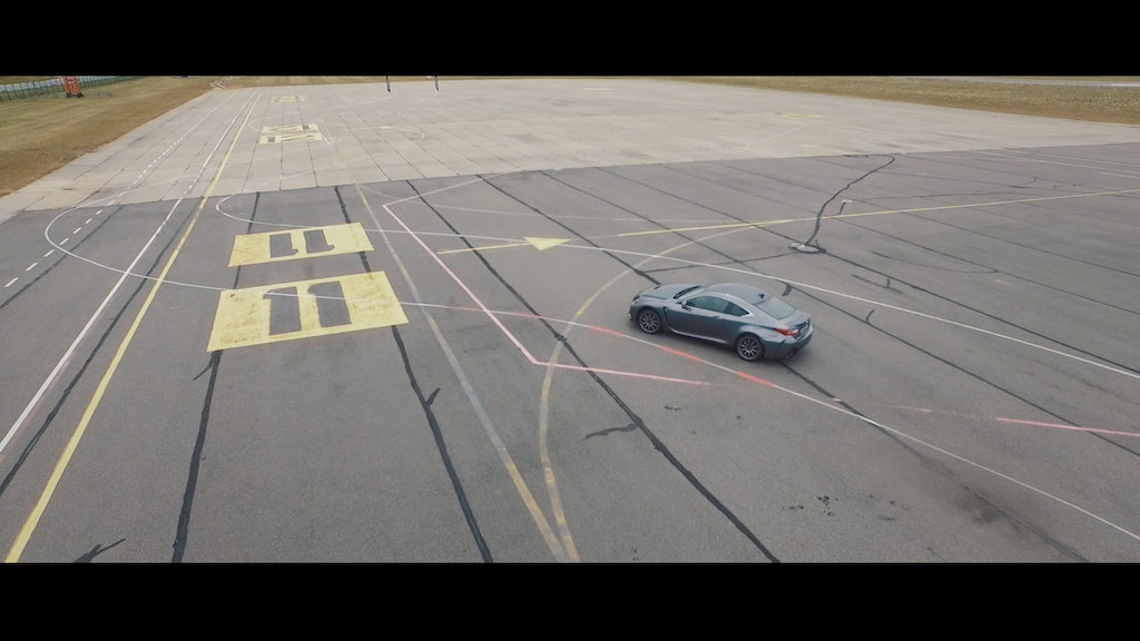 LEXUS project - race around the woman's body lines
