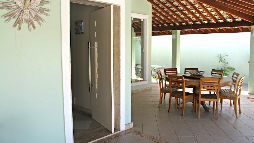 Art.eTe.ctO - Merrett Residence . Main Entry Door & Verandah Villas do Atlantico . Bahia . Brazil