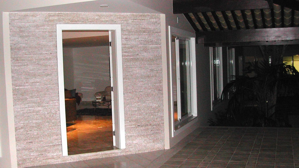 Art.eTe.ctO - Galindo Residence . Main Entry Door & Verandah Villas do Atlantico . Bahia . Brazil