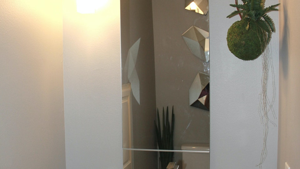 INTERIOR DESIGN - Interior Design . Powder Room . 2017 . Custom Countertop + Mirrors + Kokedama Houston . Texas . USA