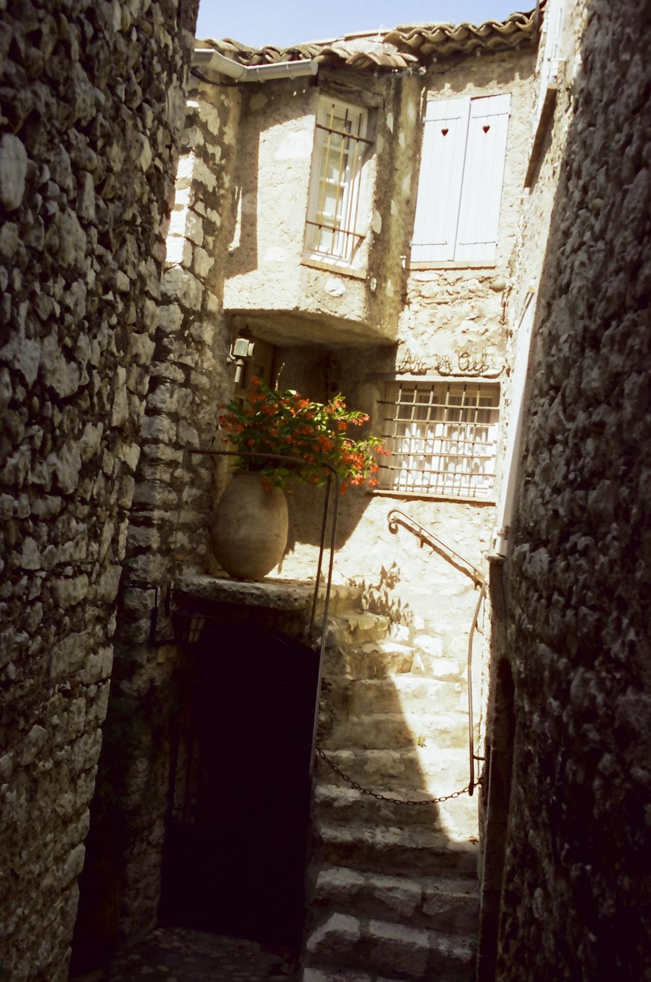 SaintPaulDeVence-03_FINAL_ForPrint_NoCP