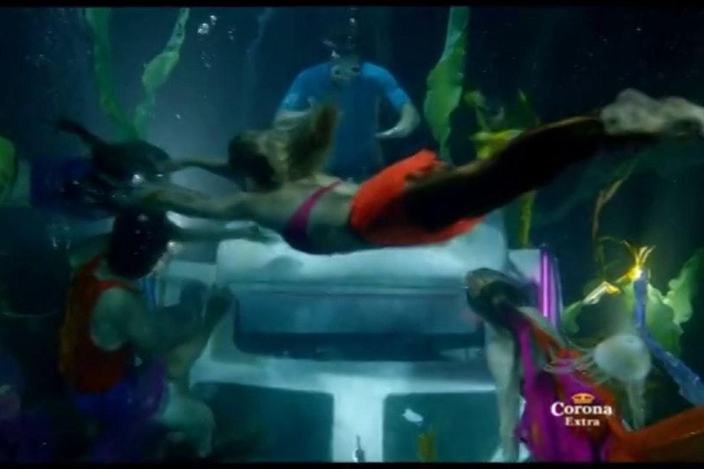 CORONA | Underwater DJ