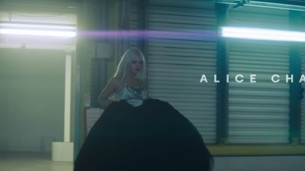 Alice Chater / Hourglass