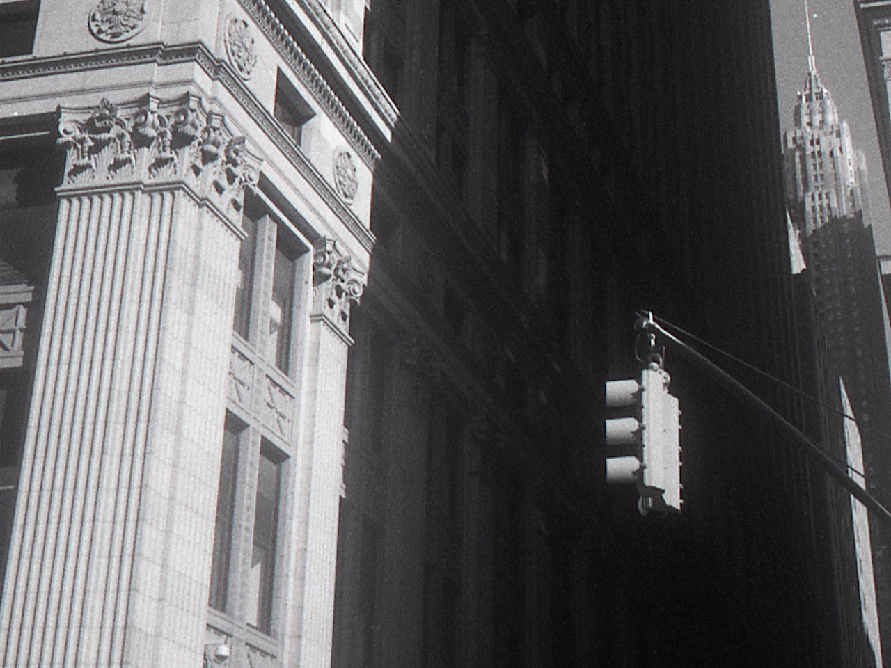 traffic light wall street