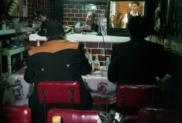 mariachi-eating-