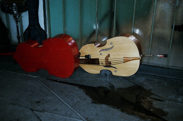 mariachi-instruments-floor