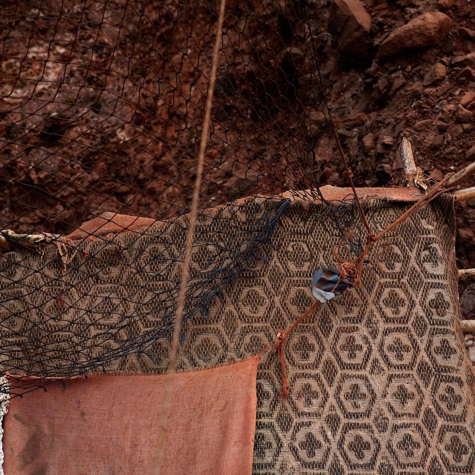 Violaine Chapallaz - ©Violaine Chapallaz Vissershut serie Marokko - Doeken en touwen