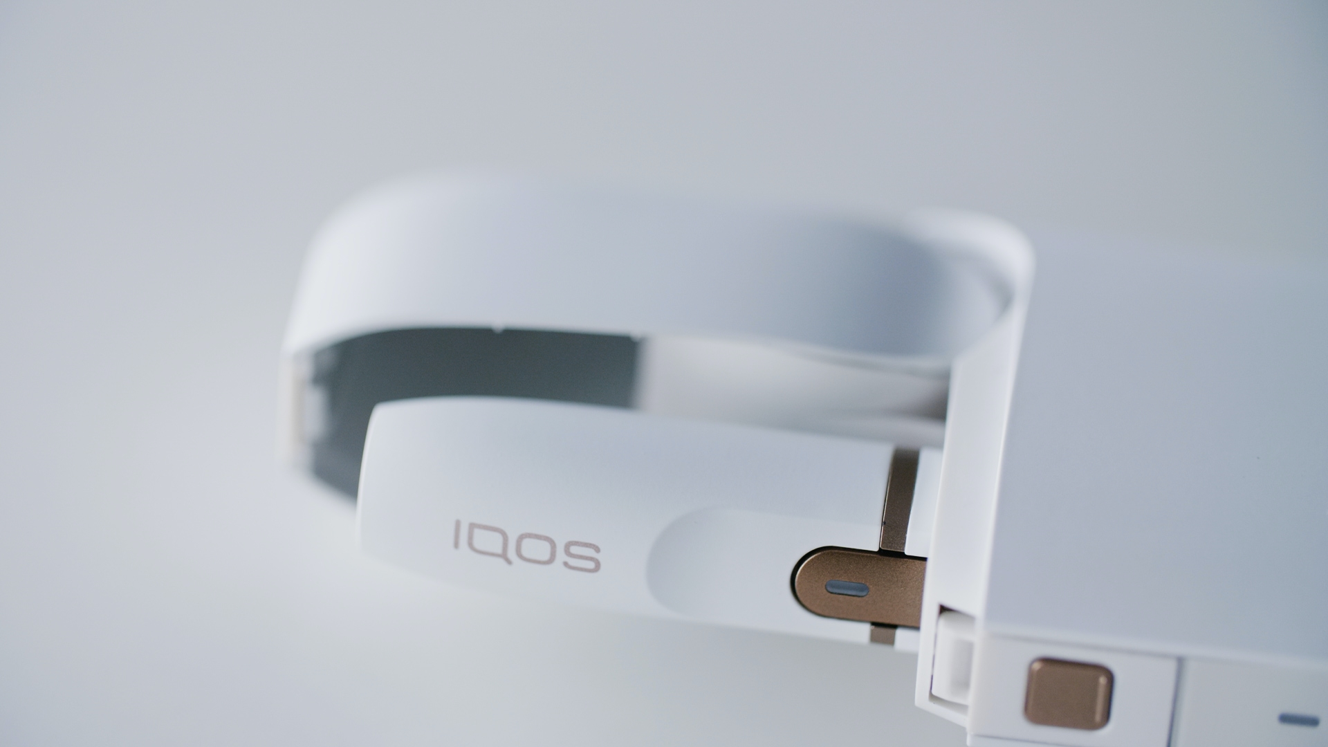 04_IQOS-QOACH-_NEW SENARIO_COLOR  Copy 02.00_00_01_21.Still020