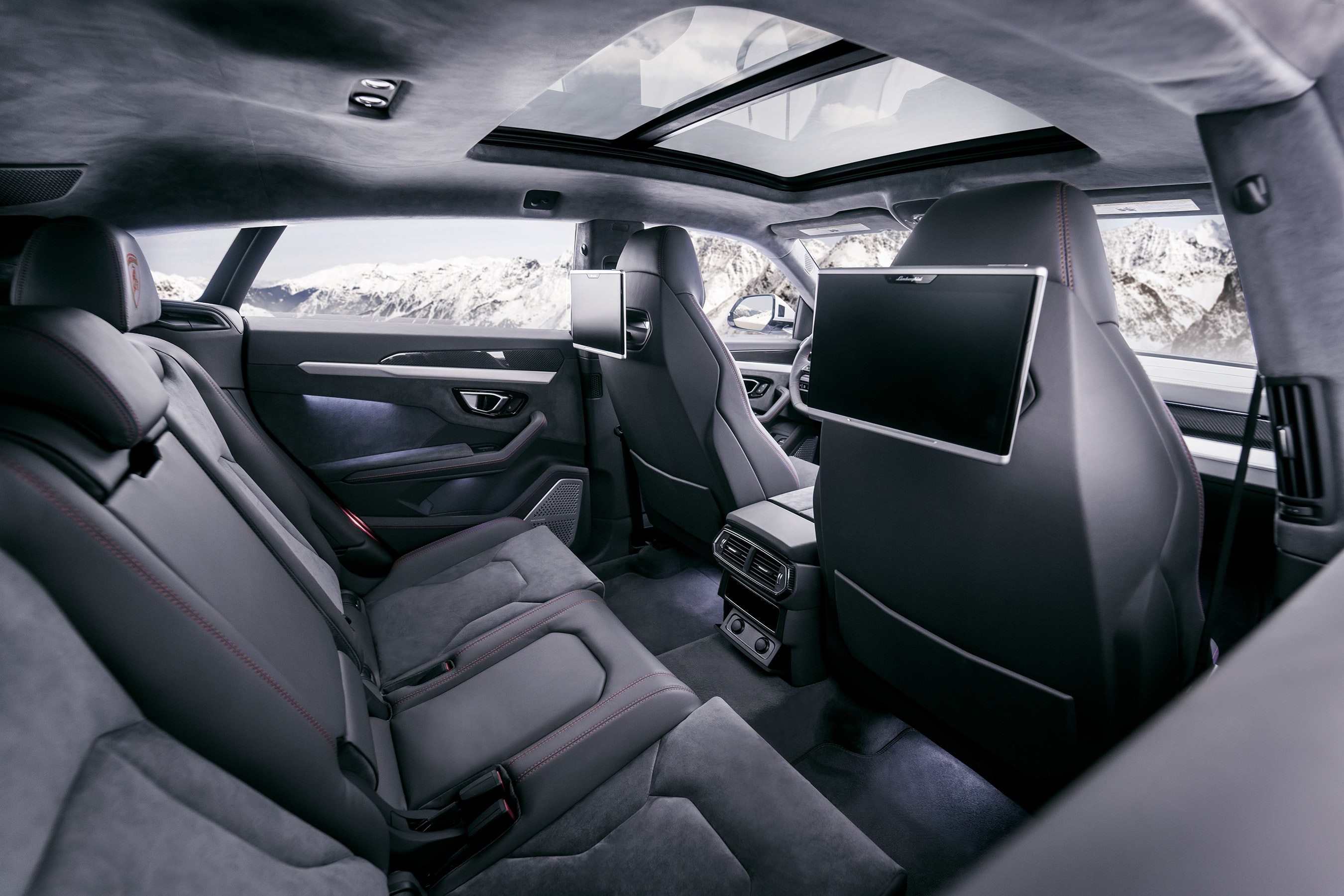 SHIRAKIPHOTO & DESIGN LLC - Urus Interior 2 SPD03181 FINAL LR